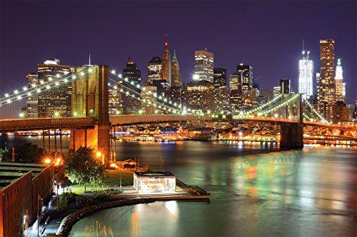 Brooklyn-Bridge-Fototapete-New-York-City-Skyline-mit-Brooklyn-Bridge-leuchtend-bei-Nacht-XXL-Wandbild-Wanddeko-210-x-140-cm-0